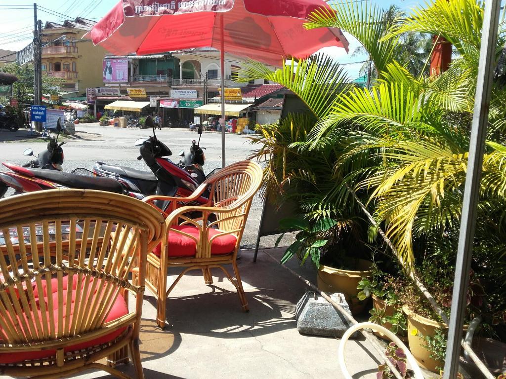 Phenomenal Jongnhams Fat Sams Restaurant And Bar In Phnom Penh Home Interior And Landscaping Ymoonbapapsignezvosmurscom